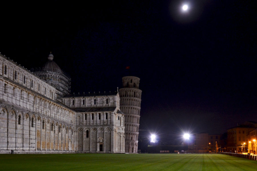 Pisa Cathedrale by night
